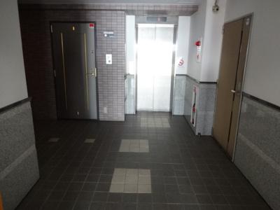 サンライン上野桜木 1階共用廊下