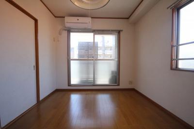 【居間・リビング】エーボンハウス