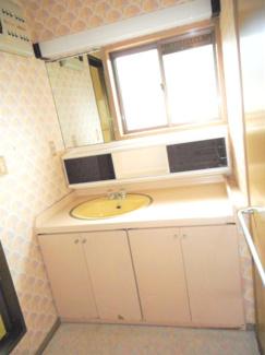ワイド洗面化粧台、収納もたっぷりです。