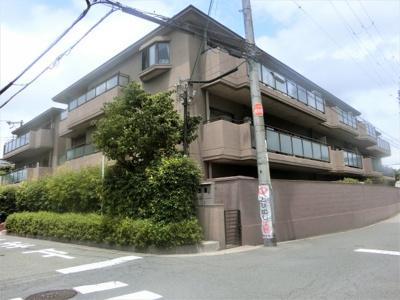 【現地写真】 鉄筋コンクリート造の3階建♪ 駅近くの陽当たりの良いマンションとなっております♪