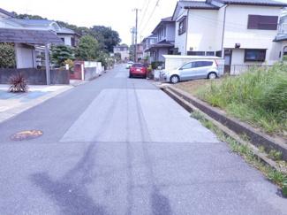 袖ケ浦市蔵波台 土地 長浦駅 前面道路が約6mございます。お車の出し入れもスムーズにできますよ!!