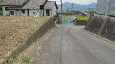 【前面道路含む現地写真】飯山町下法軍寺売土地