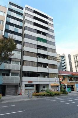 一号線沿いの、便利な立地にあるマンションです。商店街が近く買い物至便です。