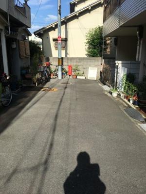 【前面道路含む現地写真】東大阪市若江本町4丁目中古物件