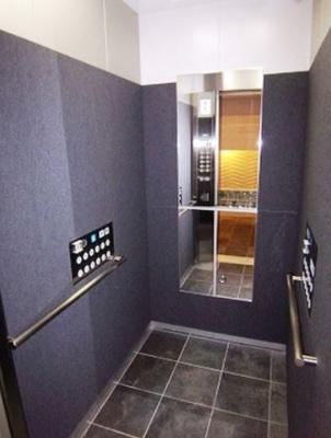 メイクスデザイン南青山のエレベーター