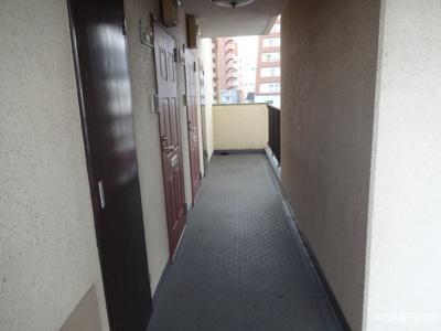 マリオン鶯谷第2 共用廊下