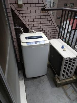 マリオン鶯谷第2 ベランダは南向きで日当たり良好! 洗濯機置き場はベランダにあり、そのまま干せます!