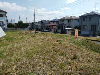 閑静な住宅街に新たに分譲する区画です。広く土地を取っていますので、とても開放的です。