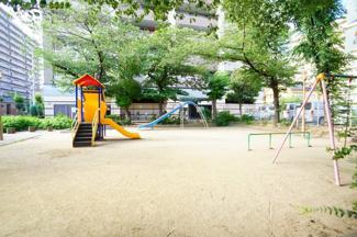 「元六公園」隣接しています♪徒歩1分(約15m)