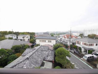 バルコニーからの眺望・南西向き・陽当たり良好です。