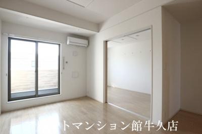 【居間・リビング】ヴィラ・エレガント
