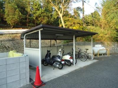 敷地内屋根付き駐輪場あり