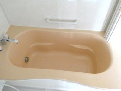 ゆったりした一坪浴槽で1日の疲れを癒せます