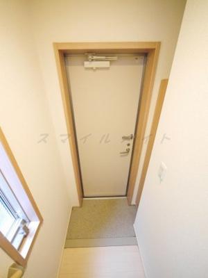 1階部分にある玄関・シューズBOX付きです。