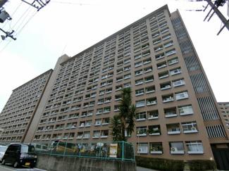 中津公園に隣接するリバーサイドに建つメゾネットタイプのマンション♪