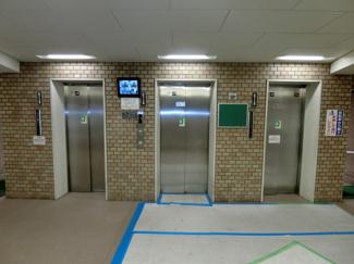 エレベーターは3基ありますので便利です♪