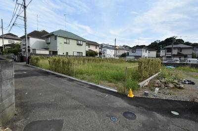 【前面道路含む現地写真】鎌倉市腰越2丁目 売地 区画2