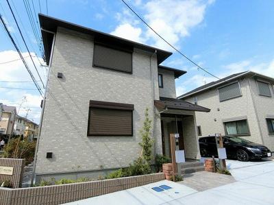 2018年9月完成!新築の2階建てアパートです♪小田急多摩線「栗平」駅より徒歩9分!通勤・通学にも便利ですね☆