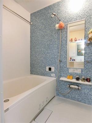 追い焚き機能・浴室暖房乾燥機付きバスルーム♪雨の日のお洗濯にも便利な物干しバー完備です!ゆったりバスタイムでリラックス☆