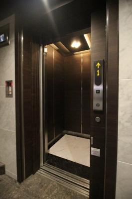 エレベーターがあるので登りも下りもラクラクです♪