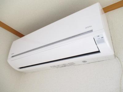 暑い夏や寒い冬に大活躍!リビングダイニングキッチン12帖にあるエアコンです☆冷暖房完備で1年中快適に過ごせます♪※参考写真※