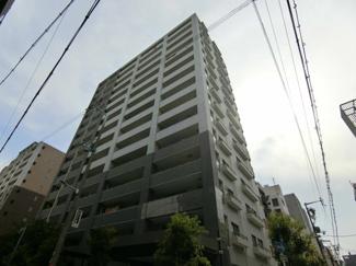 大阪のど真ん中の好立地に建つ平成14年築のマンションの最上階のお部屋です♪