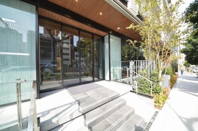 プラウドタワー安堂寺 緑豊かなエントランスアプローチ