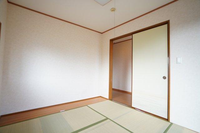 板の間のある5帖の和室です。