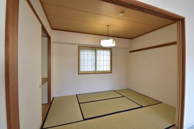 6.0帖の和室です。 リビングと接した和室はオープンにすると開放感あふれるスペースに。