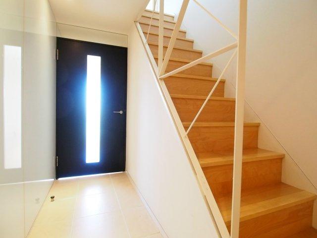 階段の手摺も凝ったつくり。