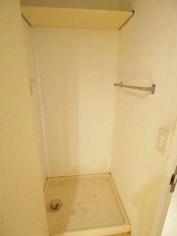洗濯機置場には扉が付いているので目隠しになります。