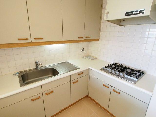 L字型で広々としたキッチン。お料理もはかどります!