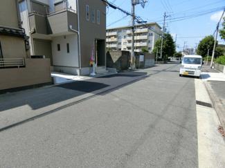 前面道路も広々9.2m!!交通量は少ないので安心です!!