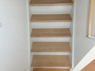 階段も1段1段ゆとりある作りとなっております♪