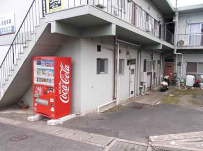 敷地内に自動販売機があって便利♪