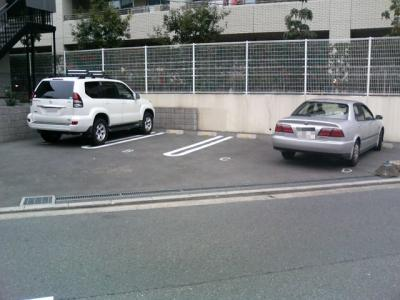 いつでも目の届く敷地内に駐車場があります♪お車をお持ちの方にオススメです☆