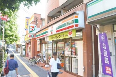 駅前にはセブンイレブンや松屋もあります。