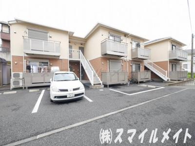 閑静な住宅街に佇む住友林業施行のアパートです。