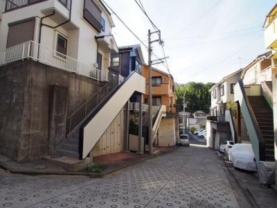 相鉄本線「星川」駅より平坦徒歩約8分の立地。