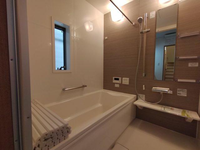 浴室乾燥機完備で防カビになり梅雨や花粉の時期の洗濯にも便利で助かりますね♪