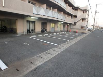 岡山市北区下中野 コンフォール 1K 駐車場