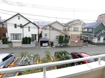 2階・南西向きバルコニーからの眺望です☆陽当たり良好のバルコニーでゆったり過ごせそう♪