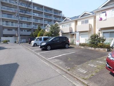 いつでも目の届く敷地内に駐車場があります♪お車をお持ちのファミリーさんにもオススメです☆