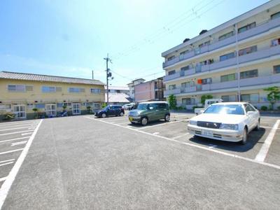 【駐車場】登シャッター倉庫