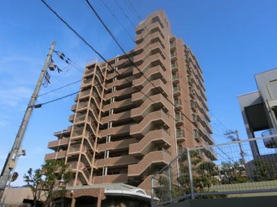【現地写真】 鉄骨・鉄筋コンクリート造の54戸のマンションです♪