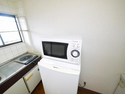 2ドアタイプの冷蔵庫も設置されております。