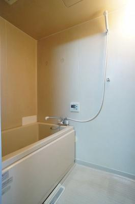 浴室です♪ゆったりお風呂に浸かって一日の疲れもすっきりリフレッシュできますね☆