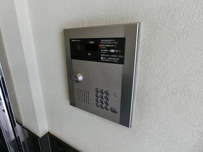共用エントランスは不審者の侵入を未然に防ぐオートロック付き!防犯対策充実しています◎