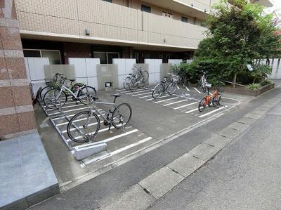 敷地内に駐輪場・バイク置き場を完備しています!自転車やバイクがあれば通勤・通学、お買い物にも便利です☆