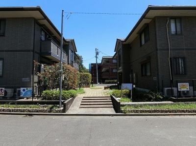 小田急多摩線「栗平」駅より徒歩6分!駅近なので通勤・通学にも便利♪緑豊かで閑静な住宅街にある2階建てのアパートです☆
